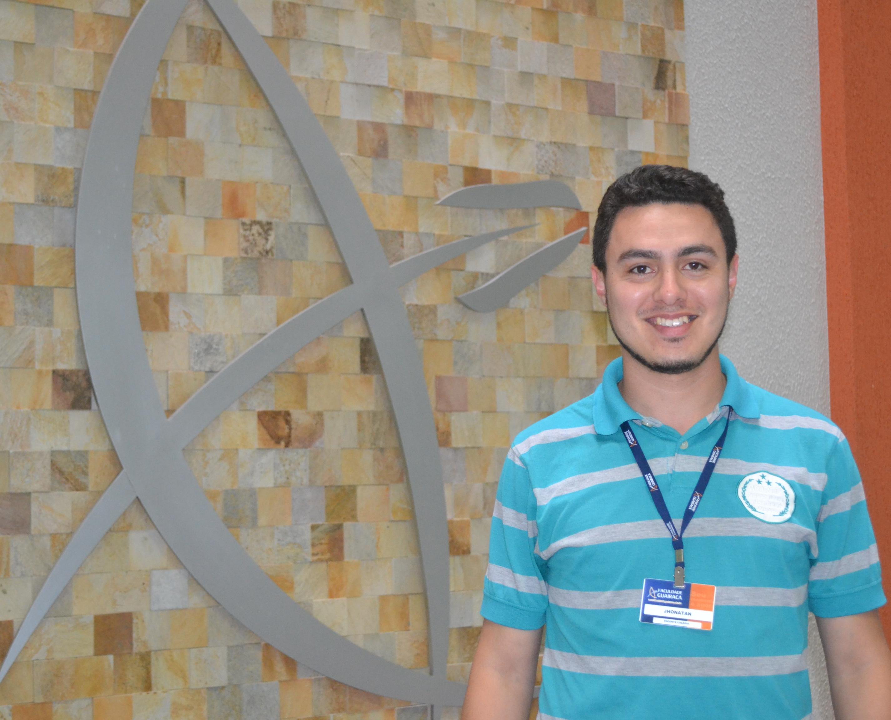 Professor do Colégio Guairacá, Jhonatan Dantas é aprovado em seleção de doutorado