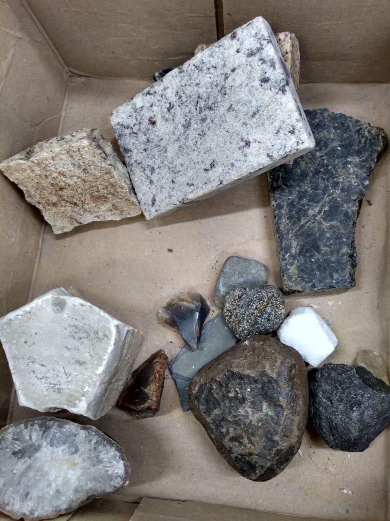 Aula prática sobre rochas