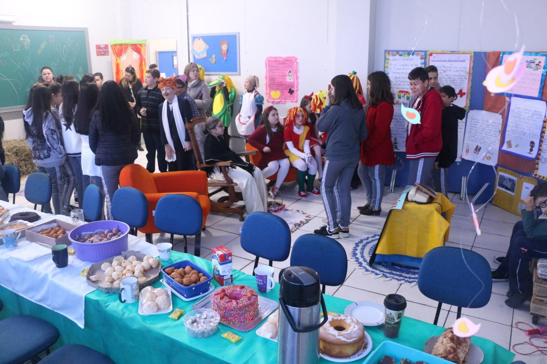 Feira no Colégio Guairacá é dedicada à literatura brasileira