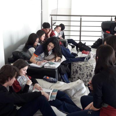 Estudantes elaboram mapas mentais sobre revoluções históricas