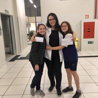 Alunos do 6º ano do Colégio Guairacá produzem cartas para professores e funcionários