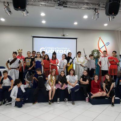 Alunos do 6º ano do Colégio Guairacá apresentam peça teatral