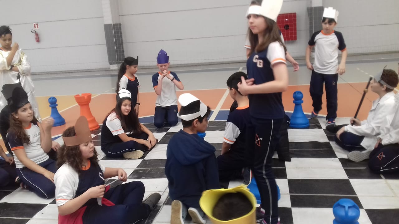 Xadrez: alunos do Colégio Guairacá aprendem lições que vão muito além do jogo