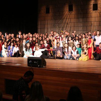 Romeu e Julieta: clássico da literatura apresentado pelo Colégio Guairacá encanta plateia