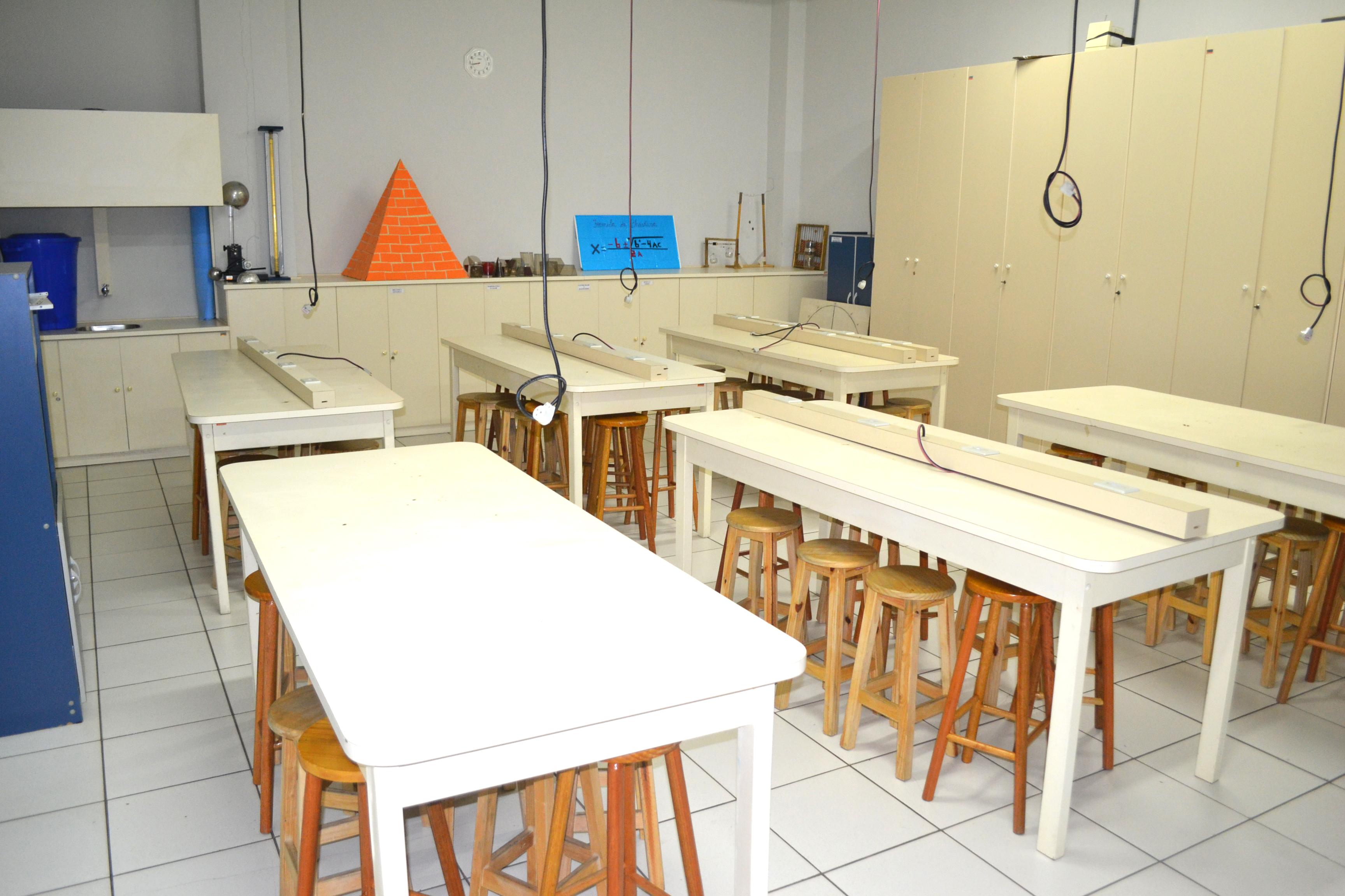 Laboratório de Matemática e Física