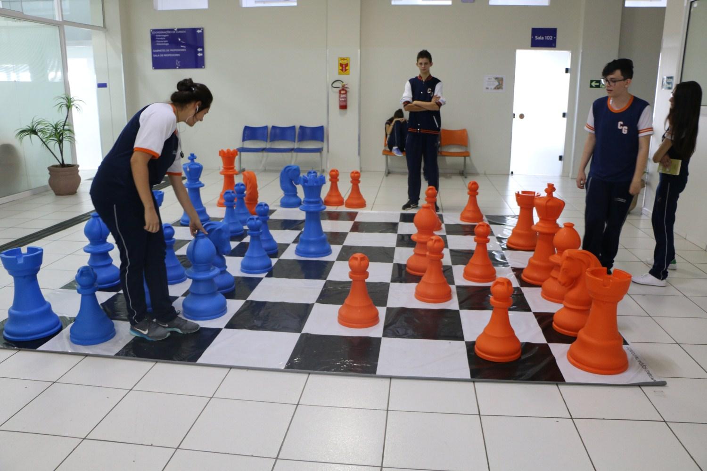 Projeto no Colégio Guairacá utiliza o jogo de xadrez como instrumento pedagógico