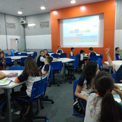 Alunos do Colégio Guairacá aprendem Matemática através de plataforma interativa