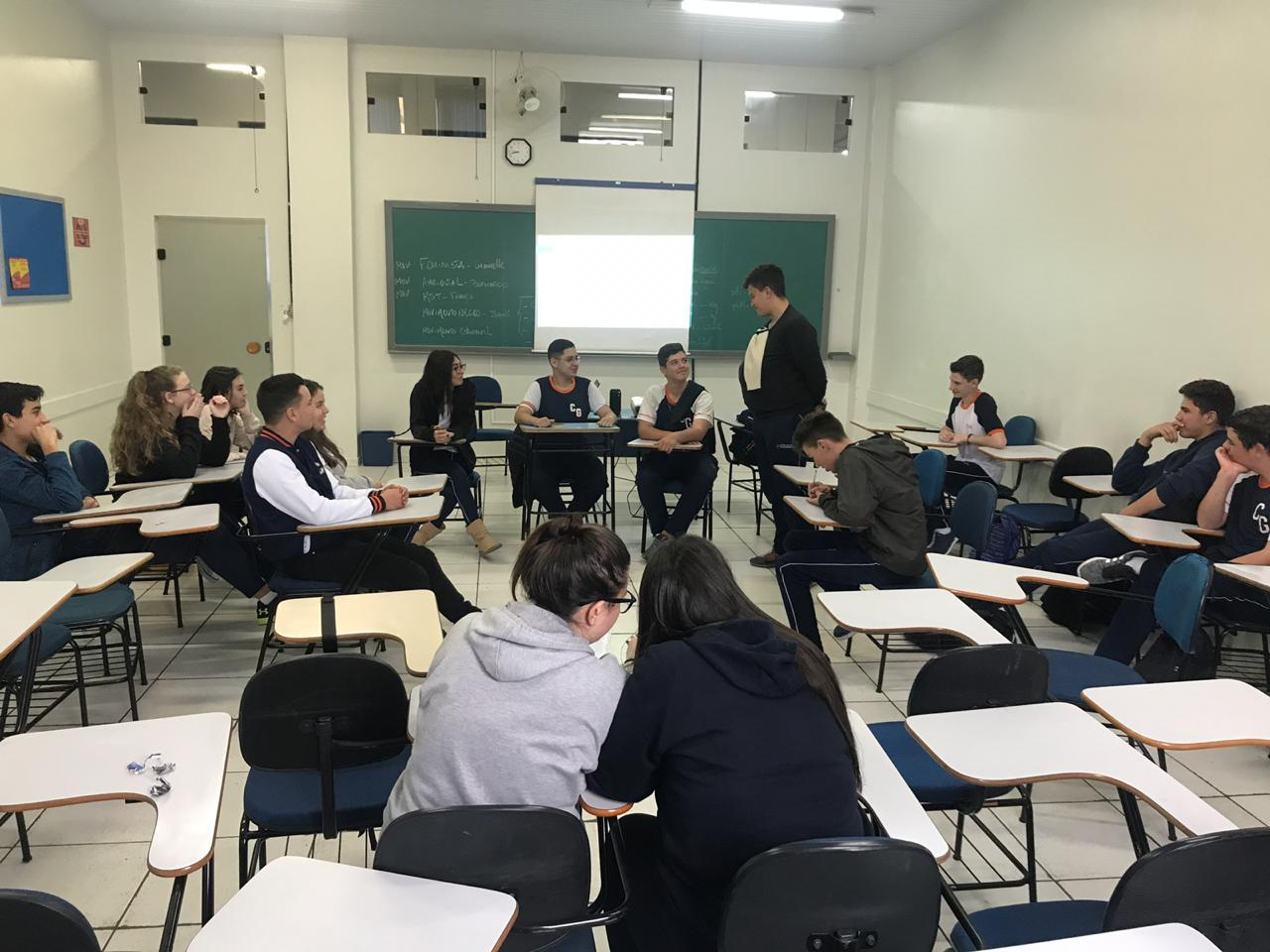 Alunos do 2º e 3º ano participam de atividades de orientação profissional