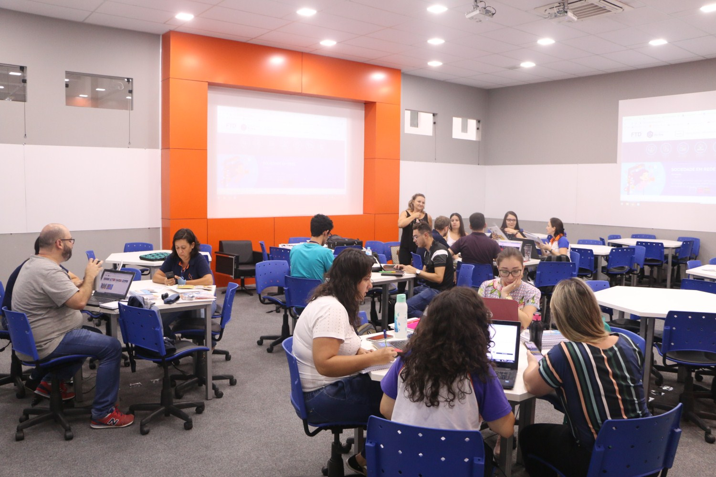 Docentes do Colégio Guairacá participam do Encontro Pedagógico