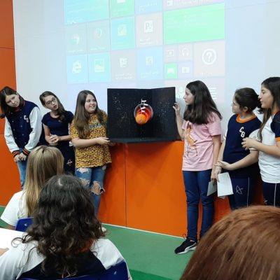 Alunos do Colégio Guairacá apresentam maquetes sobre astronomia