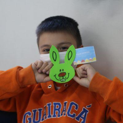 Colégio Guairacá entrega lembrança de Páscoa para os alunos