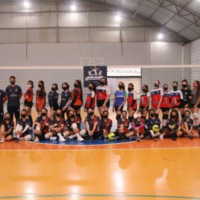 Atletas da Associação Esporte em Ação participam de amistoso no Colégio Guairacá