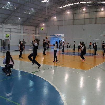 Alunos do Colégio Guairacá participam de aulão de volêi