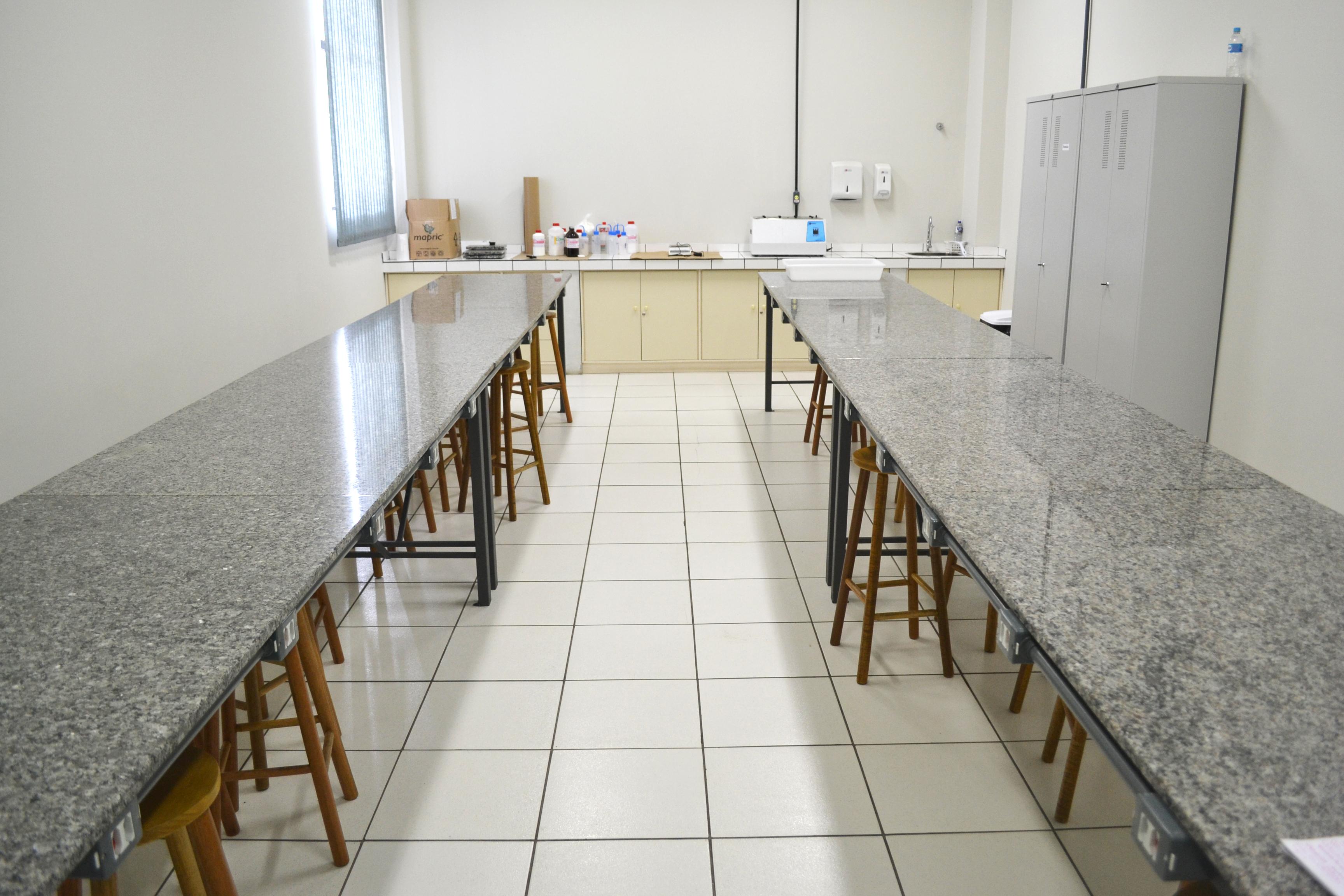 Laboratório de Farmacotécnica e Cosmetologia