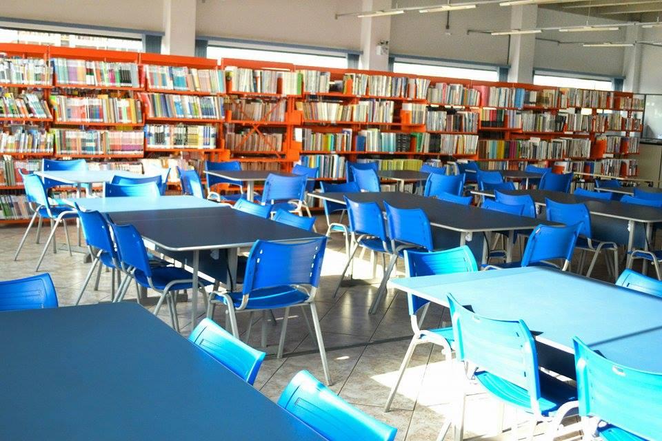 Mesas de estudo em grupo